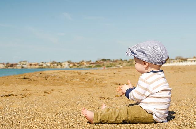bambino spiaggia mare
